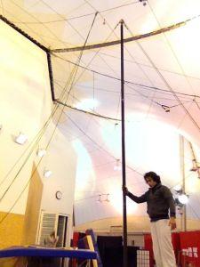 Treino de mastro chinês na Escola de circo LIDO - em Toulouse na França
